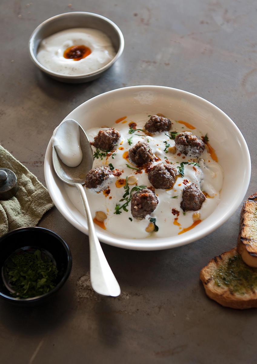 yoğurtlu-ıspanaklı-top-köfteler